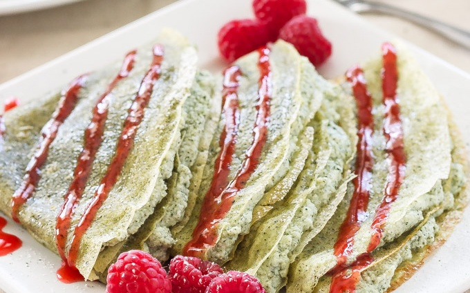 GREEN TEA CREPES WITH MATCHA RICOTTA FILLING & RASPBERRY SAUCE ...
