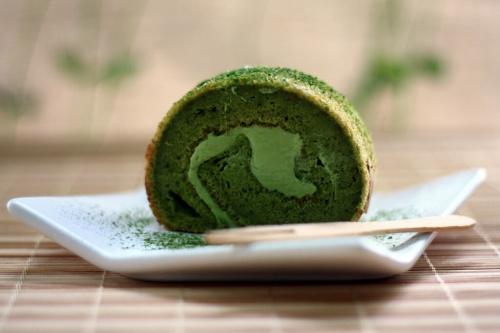 Matcha Souffle Roll Cake